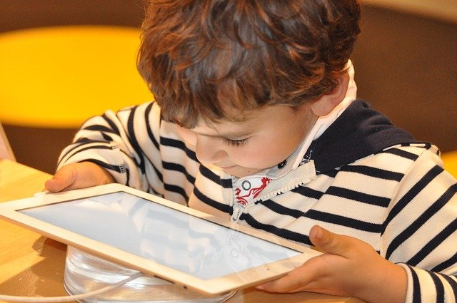 You are currently viewing גלישה מסוכנת: איך לבצע בקרת הורים באינטרנט?