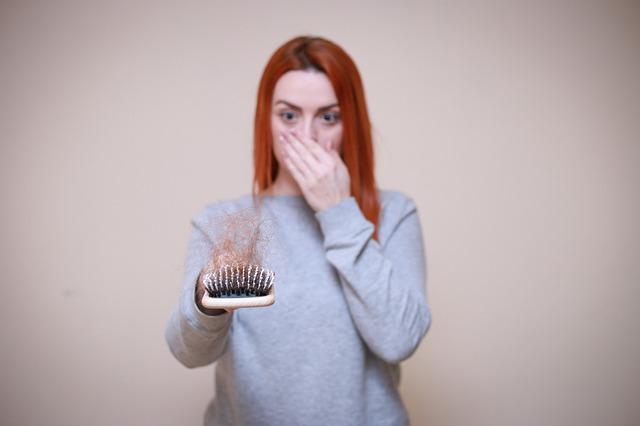 Read more about the article נשירת שיער אחרי לידה: איך מתמודדים עם התופעה?